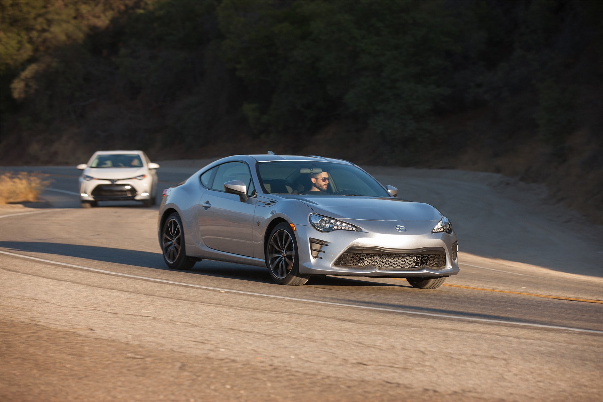 2017 Toyota 86 front three quarter in motion 12