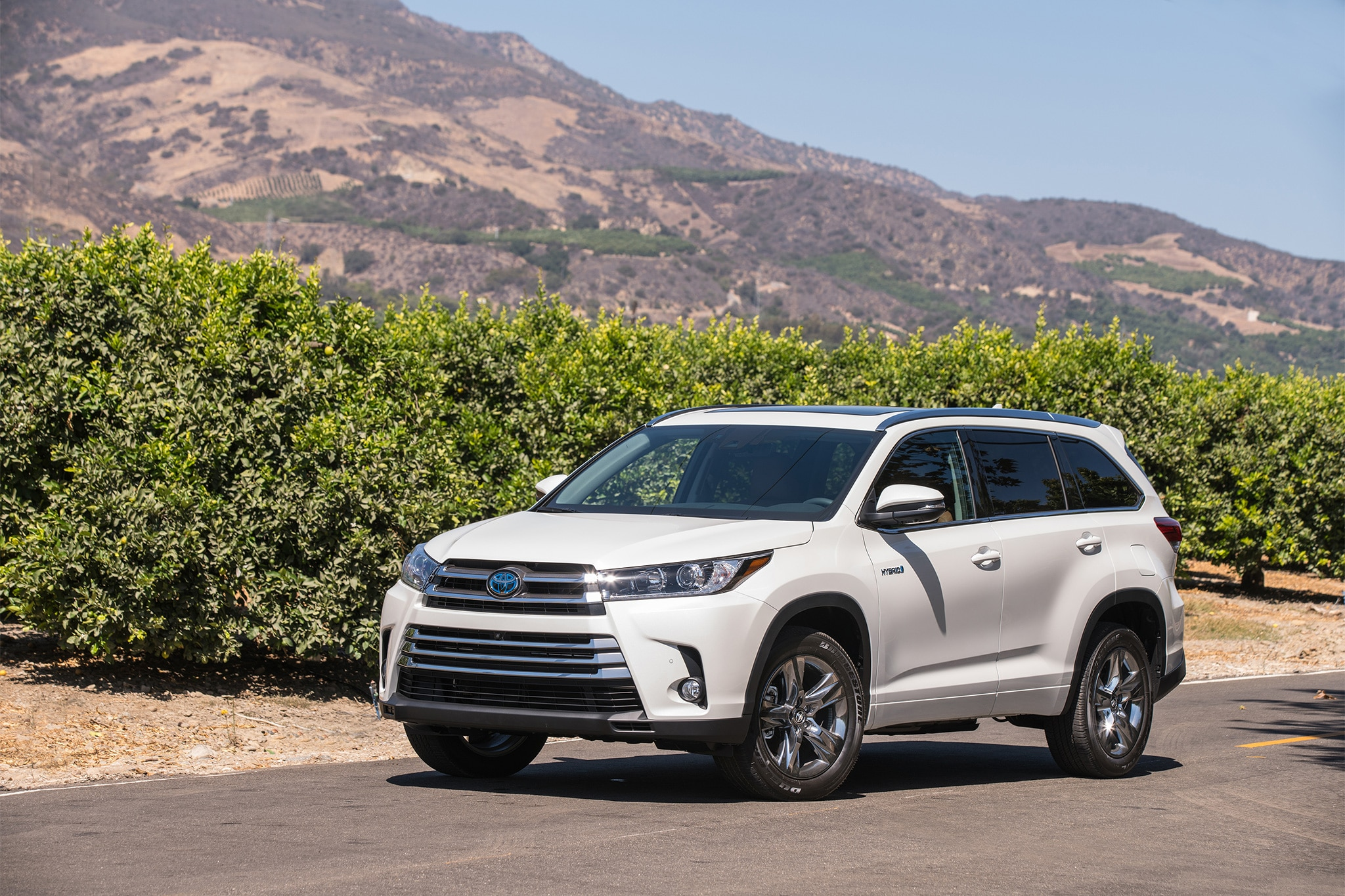 2017 toyota highlander receives updates for the high road automobile magazine. Black Bedroom Furniture Sets. Home Design Ideas
