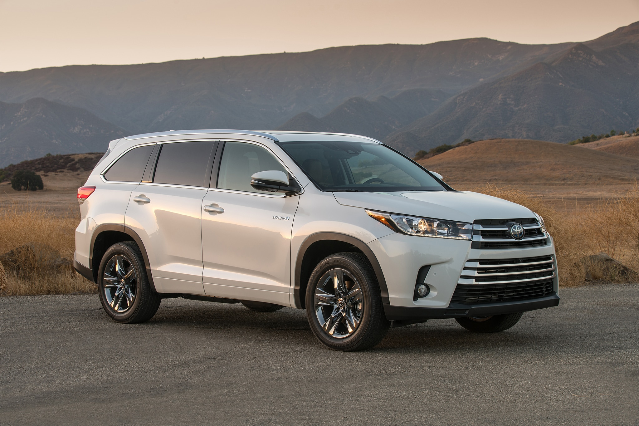 2017 Toyota Highlander Receives Updates for the High Road | Automobile ...