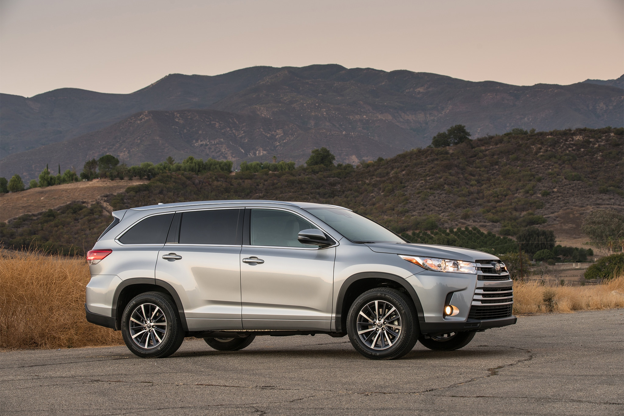 2017 Toyota Highlander Receives Updates for the High Road ...