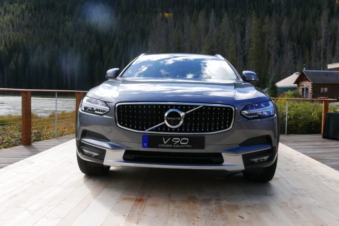 2017 Volvo V90 Cross Country front end