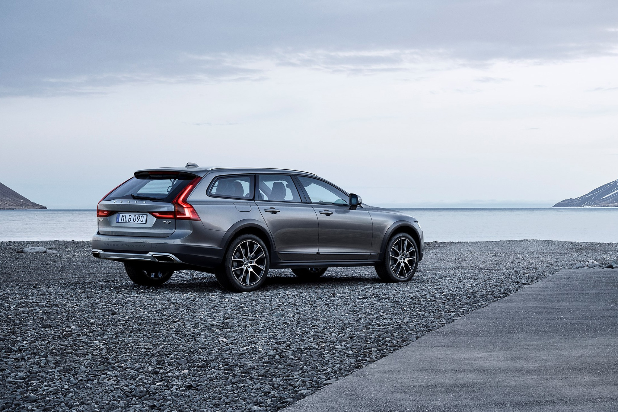 First Look 2017 Volvo V90 Cross Country Automobile Magazine