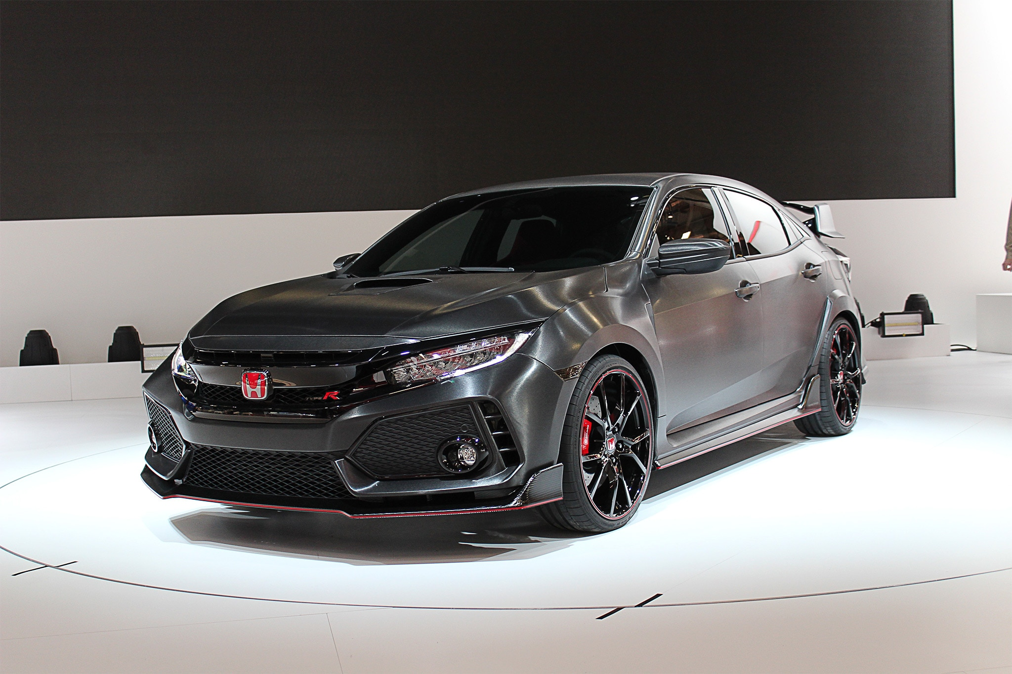 2018 Honda Civic Type R Front Three Quarter 01