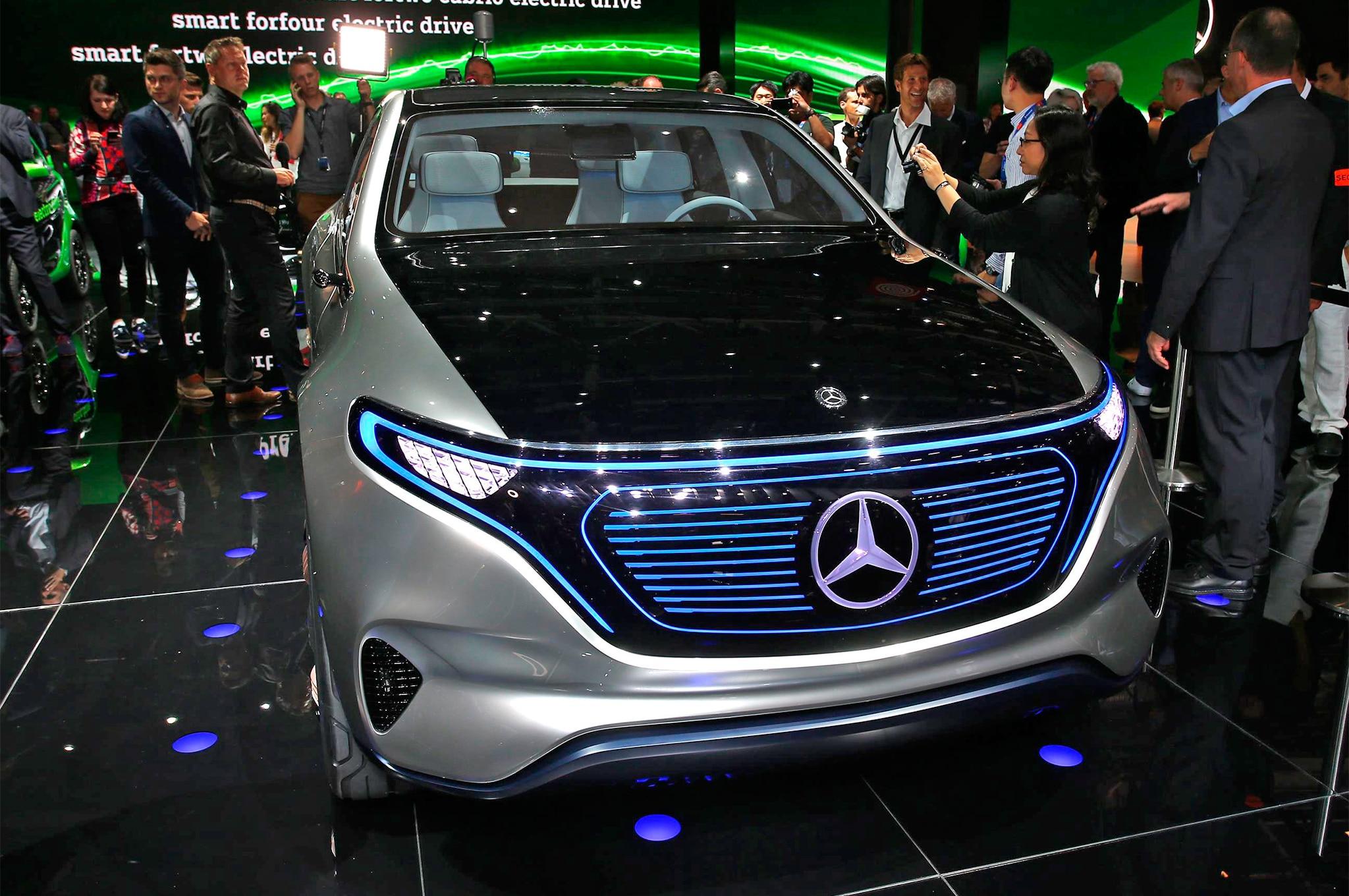Mercedes benz reveals electric generation eq concept suv for Mercedes benz concept eq