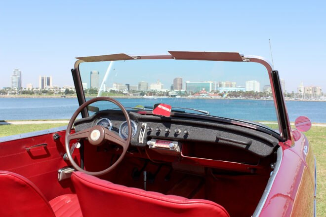 1961 Datsun Fairlady 1200 cabin 03