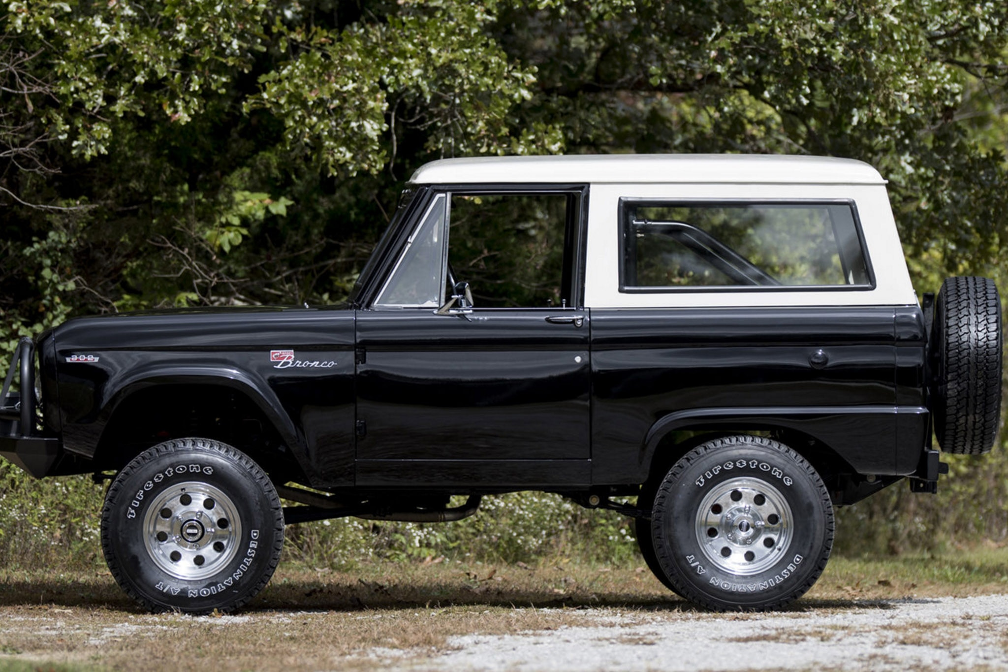 sweet 1972 ford bronco is ready to run wild. Black Bedroom Furniture Sets. Home Design Ideas