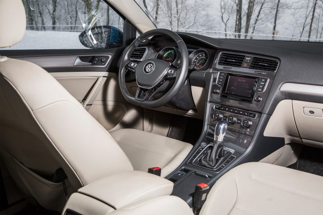 2015 Volkswagen E Golf Premium cabin 01