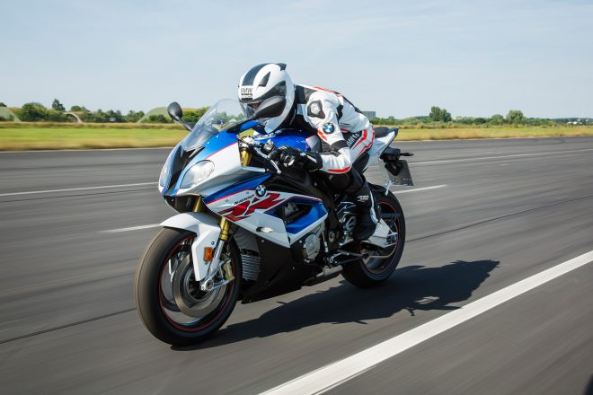 2016 BMW S1000RR Front Three Quarter 01 660x440