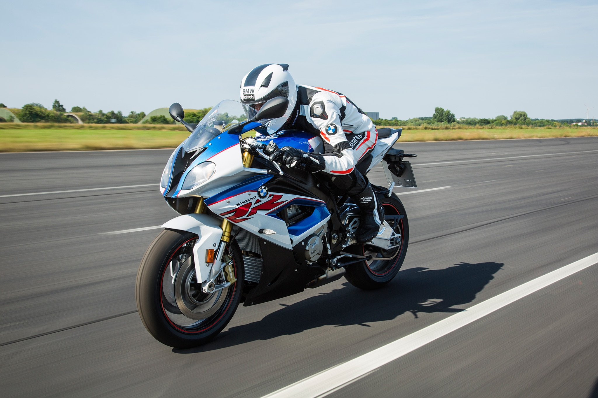 2016 BMW S1000RR Front Three Quarter 01