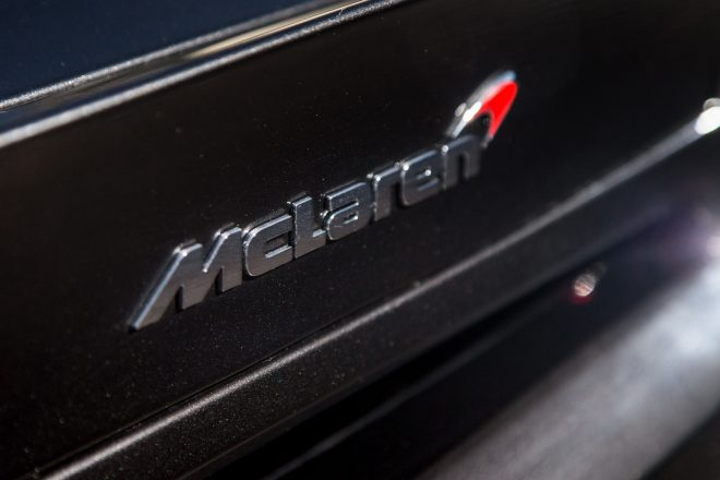 2016 McLaren 570S badge 02