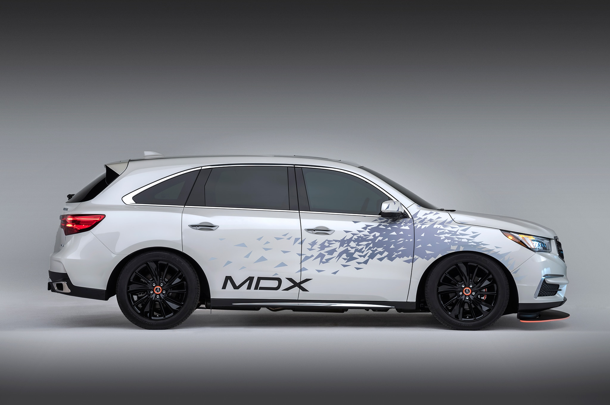 SEMA 2016: Customized Acura MDX to Tow NSX GT3 Racer ...
