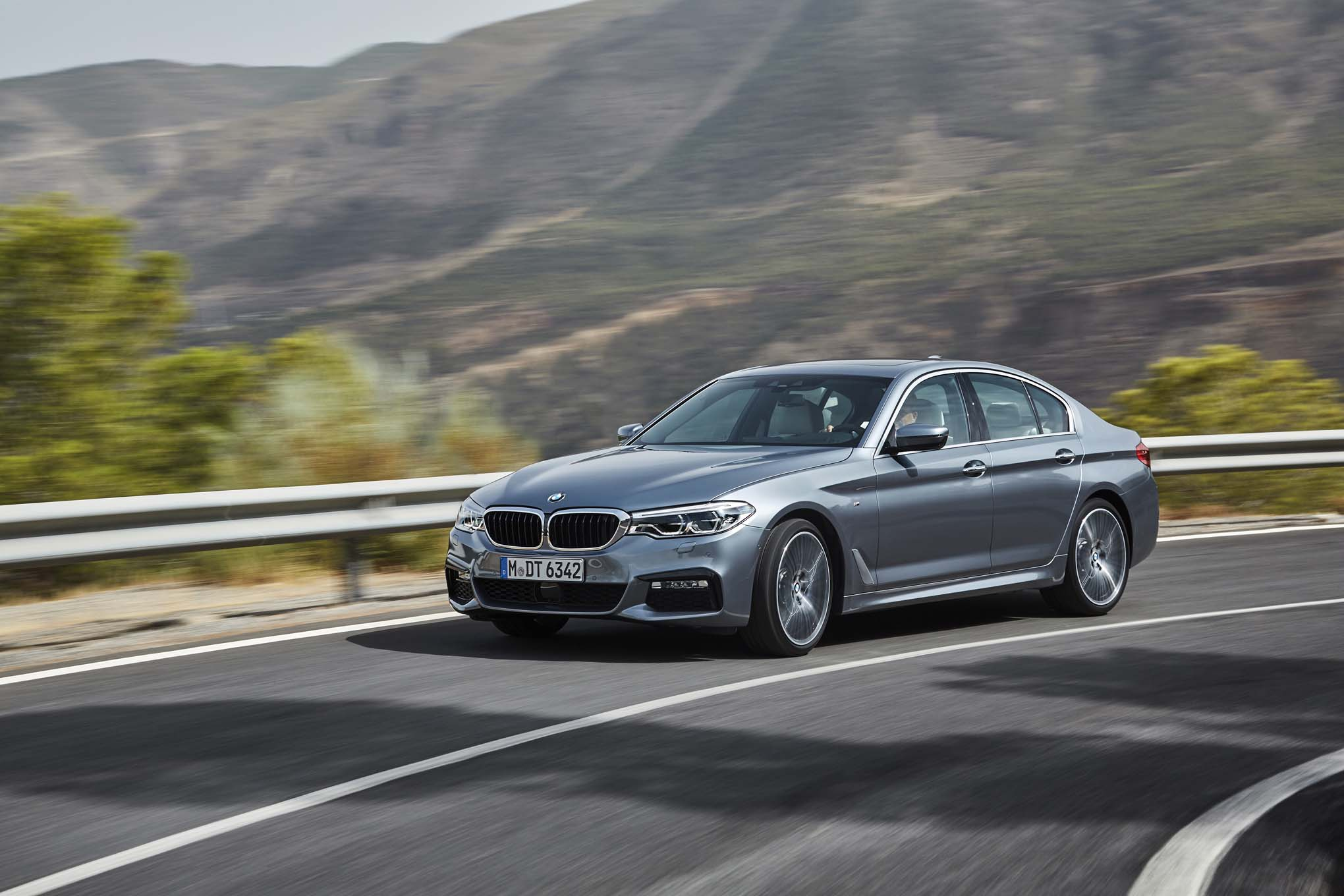 2017 BMW 540i Front Three Quarter In Motion