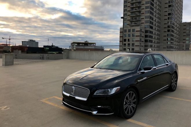 2017 Lincoln Continental Reserve AWD Front Three Quarter 02