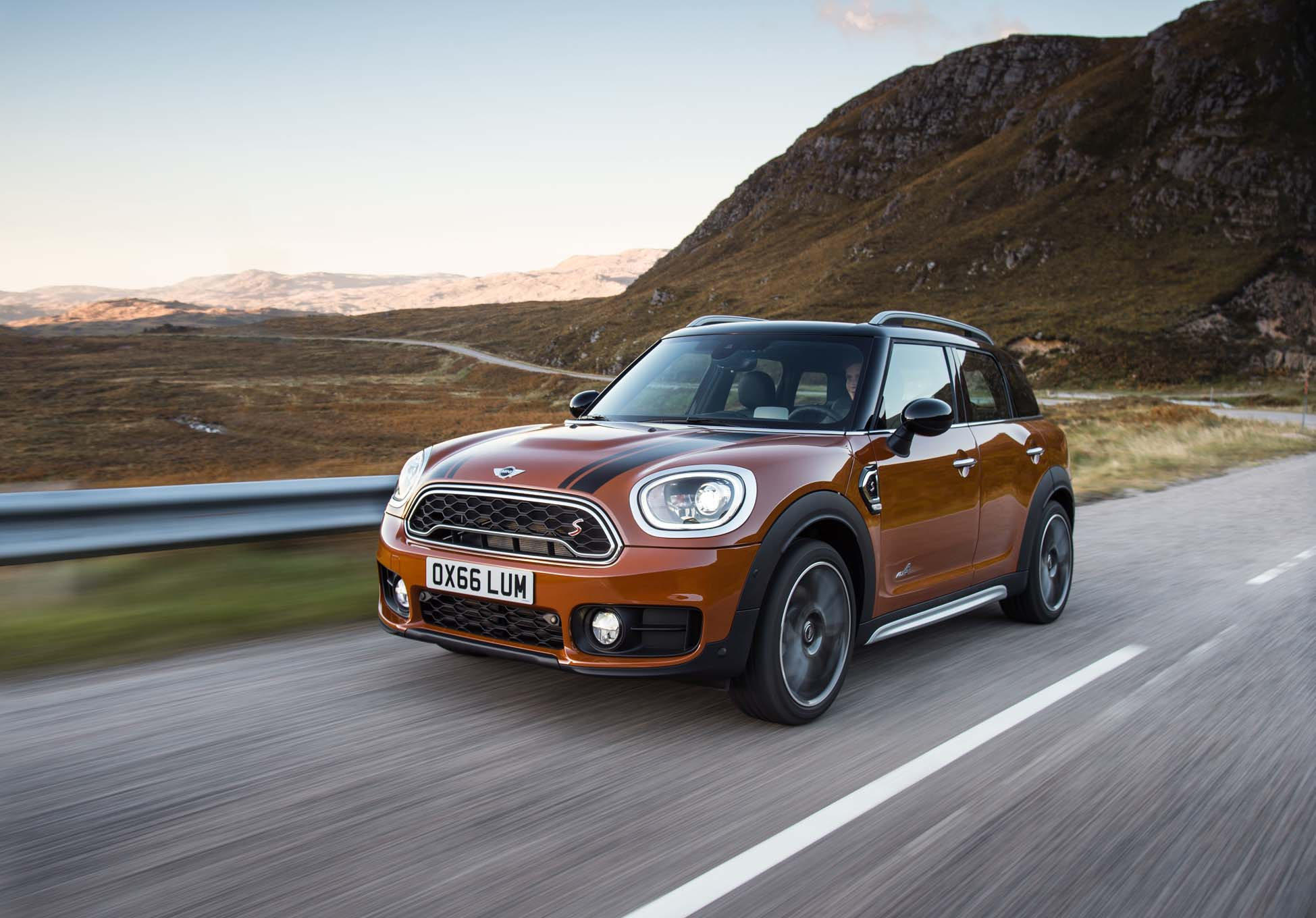 2017 mini cooper countryman first look automobile magazine. Black Bedroom Furniture Sets. Home Design Ideas