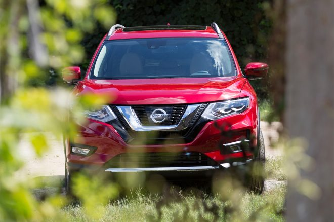 2017 Nissan Rogue Hybrid front end 02