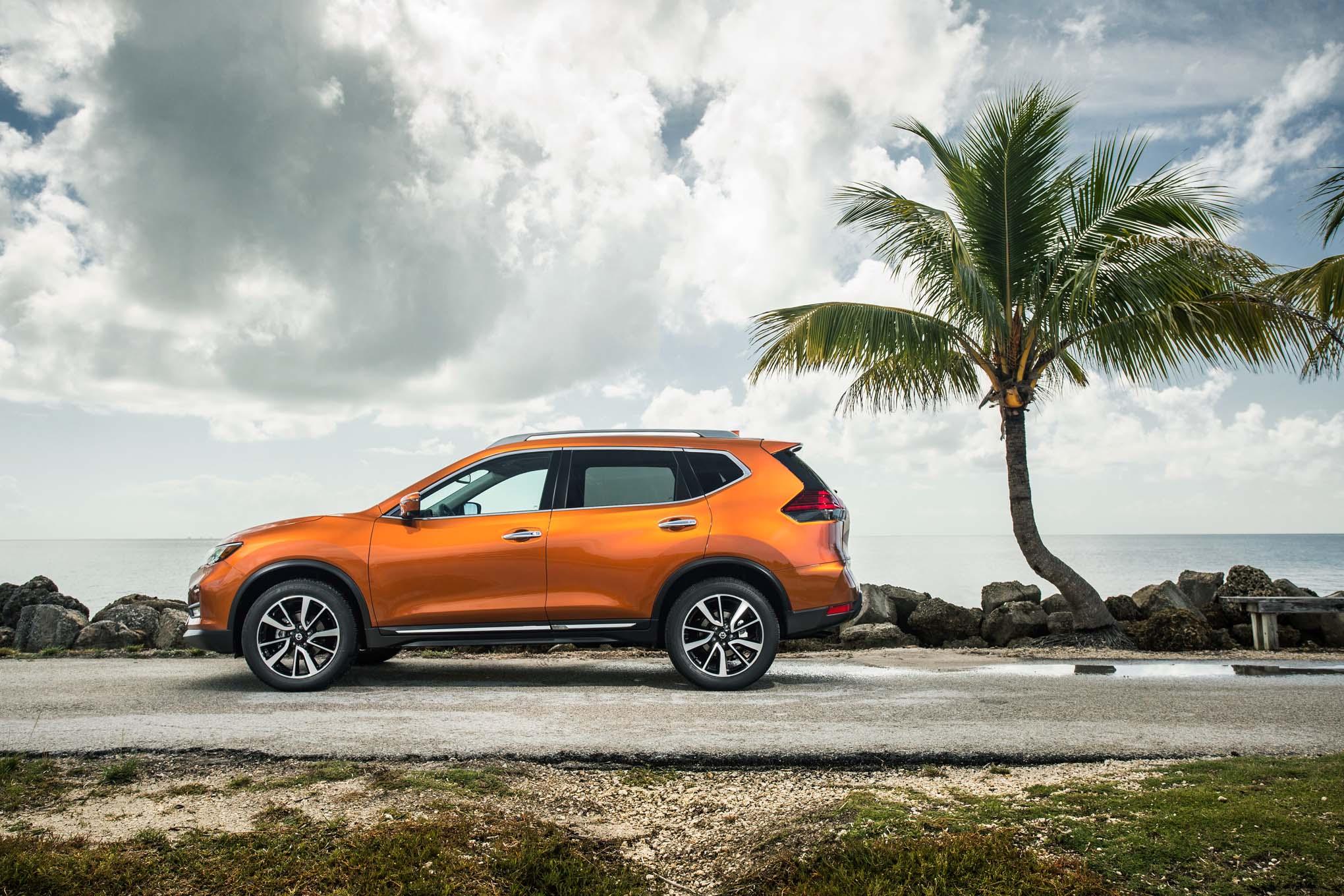 2017 Nissan Rogue SL AWD side profile