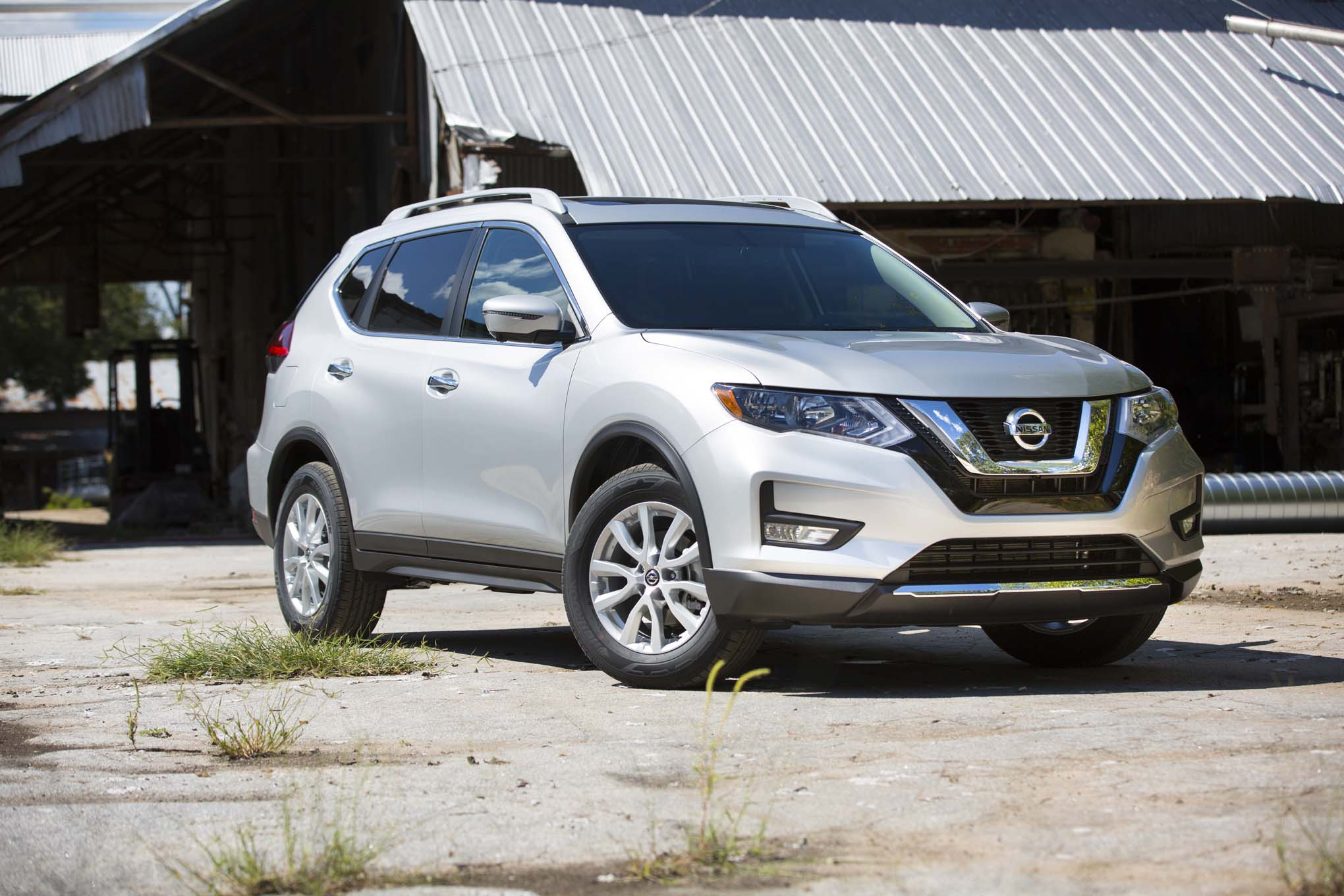2017 Nissan Rogue Sl Awd Rear Three Quarter 01 Erick Ayapana