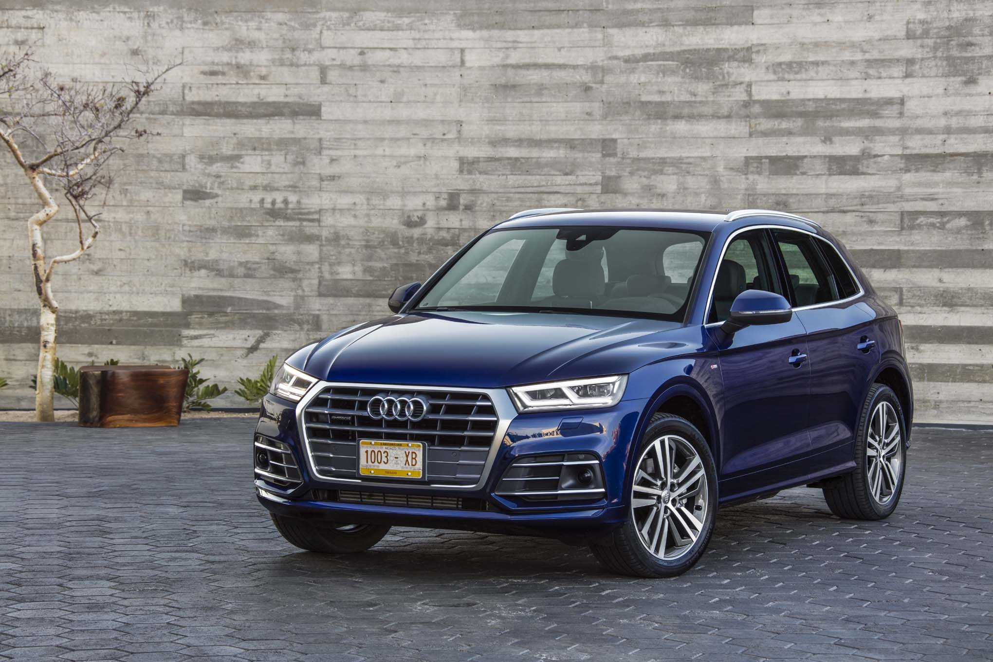 2018 audi q5 review first impressions. Black Bedroom Furniture Sets. Home Design Ideas