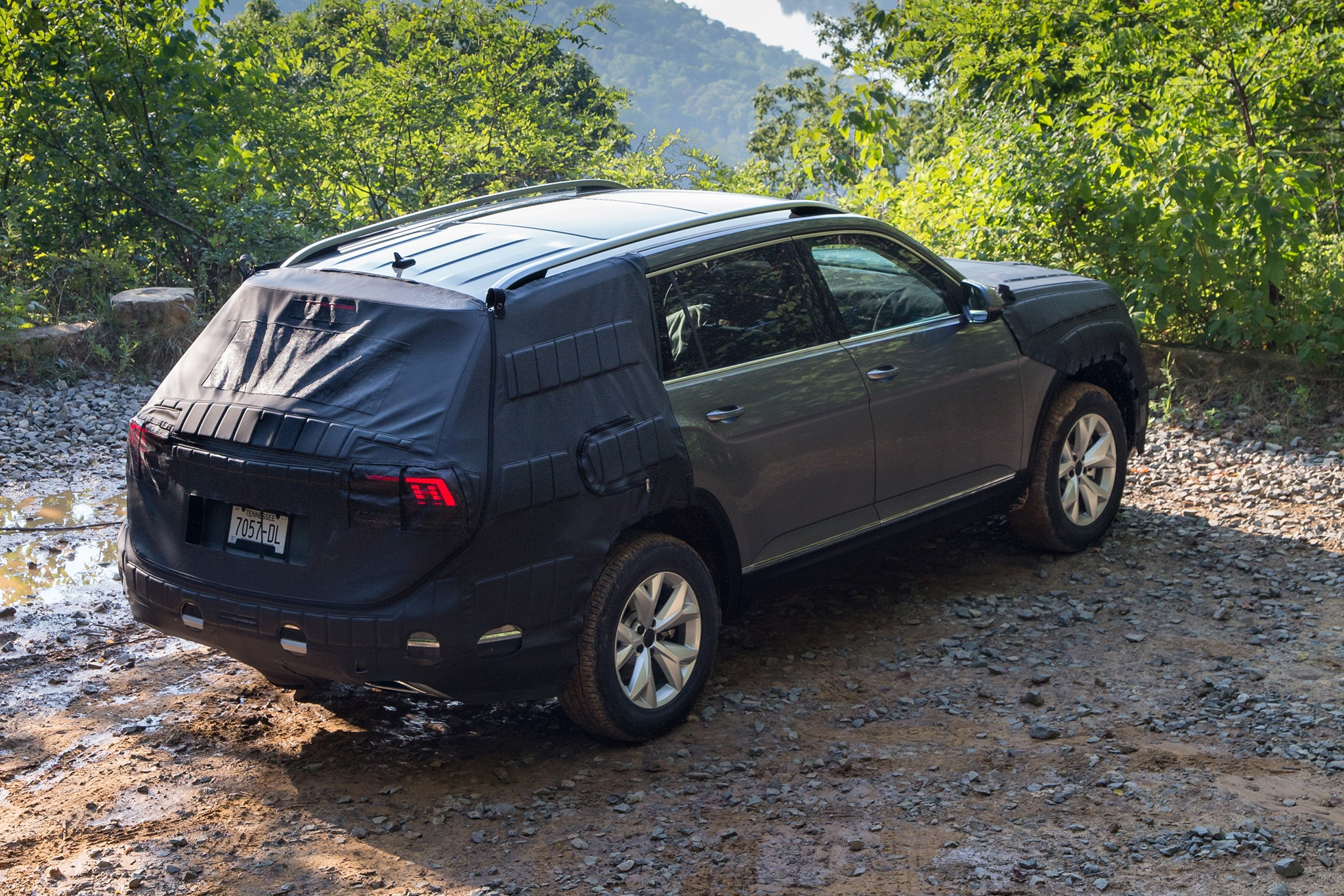 Volkswagen Midsize SUV Prototype rear three quarter 01