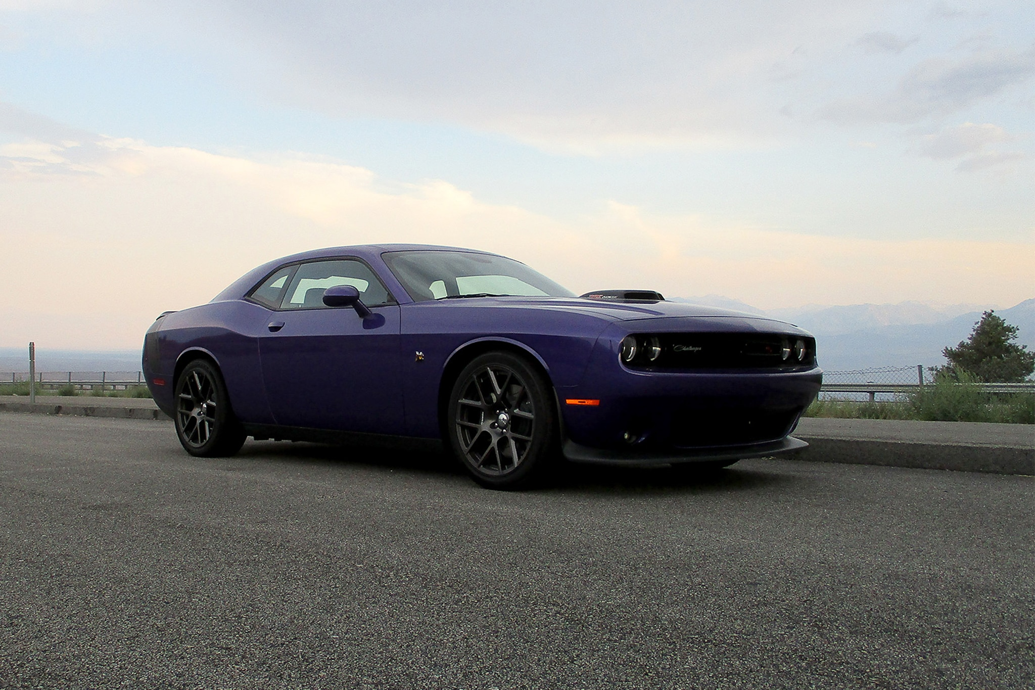 2016 dodge challenger 392 hemi scat pack shaker one week with automobile magazine. Black Bedroom Furniture Sets. Home Design Ideas