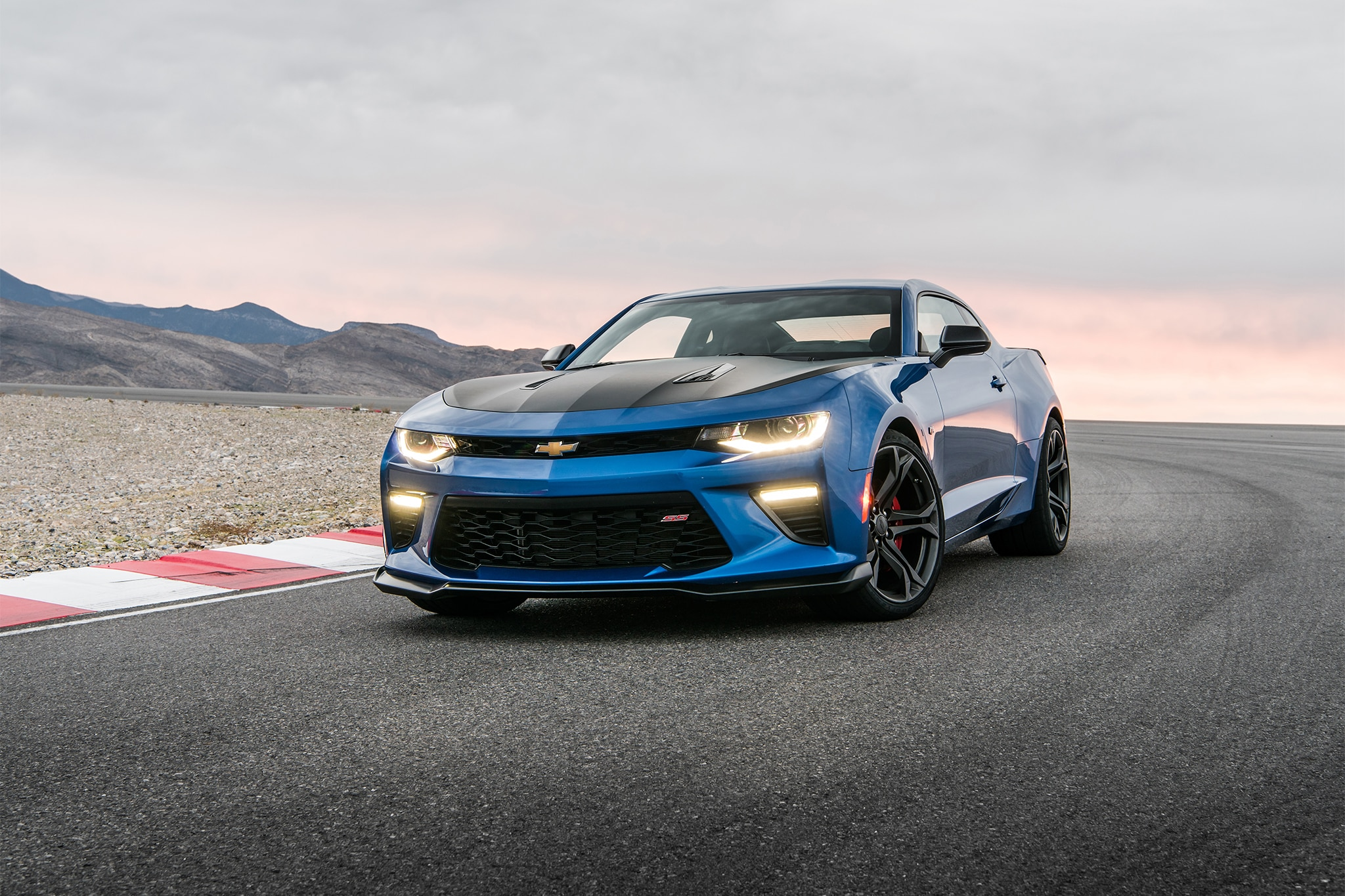 2017 Camaro: 1LE Performance Packages | Chevrolet