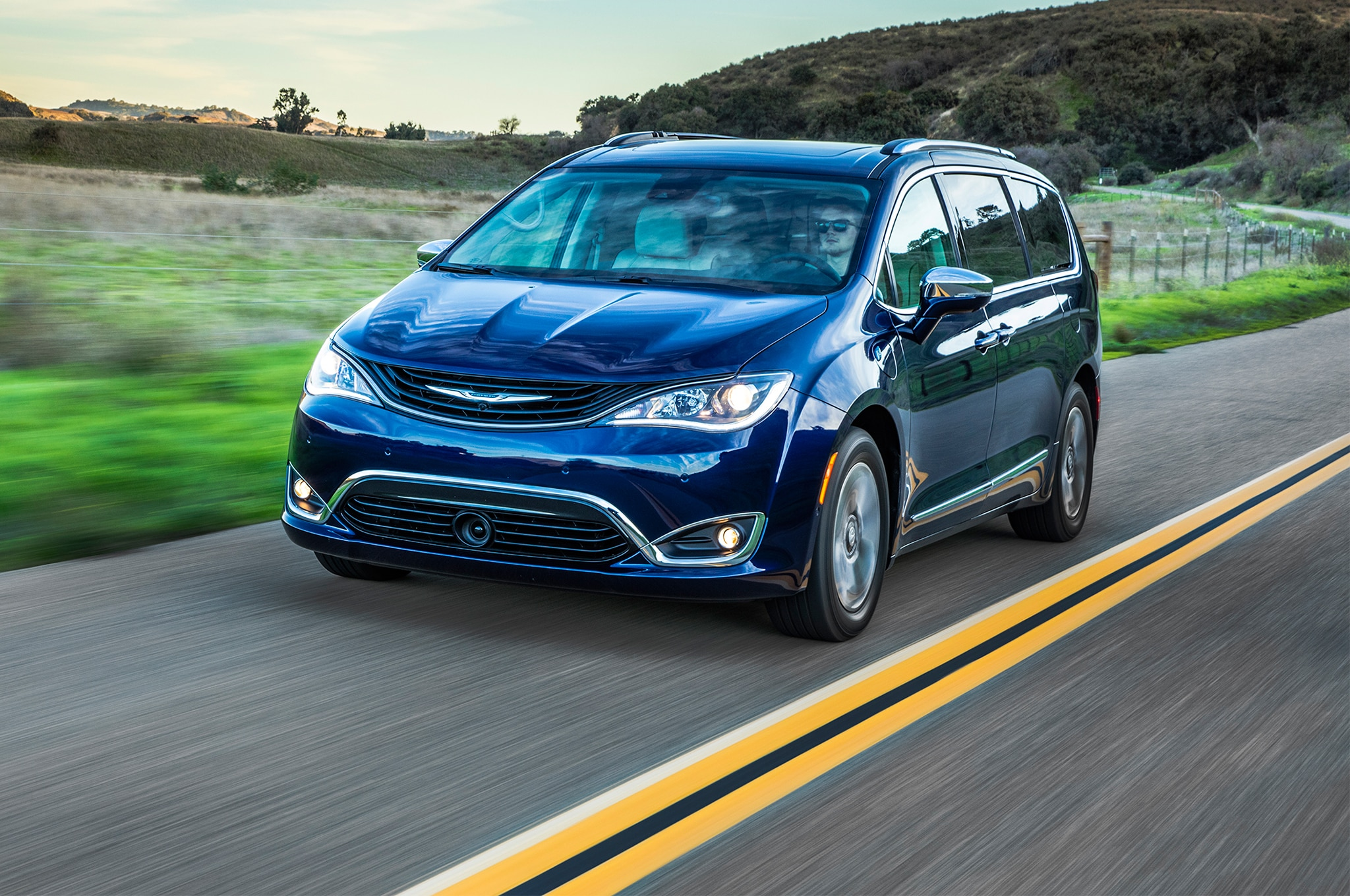 2017 chrysler pacifica hybrid first drive automobile autos post. Black Bedroom Furniture Sets. Home Design Ideas