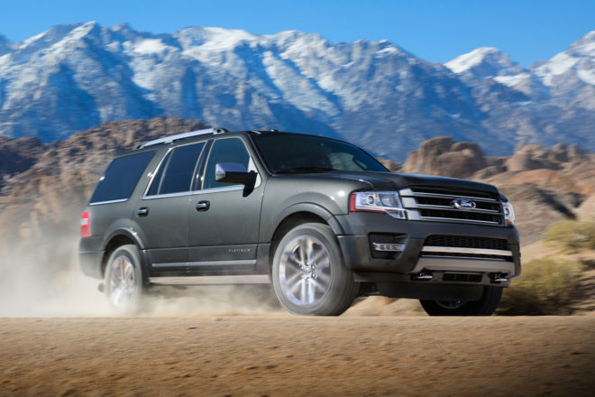 2017 Ford Expedition front three quarter in motion 03