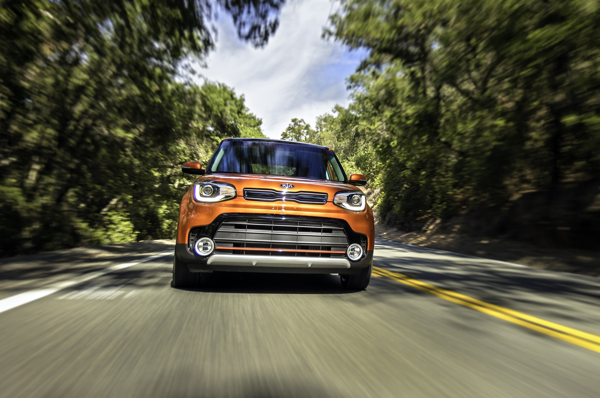 2017 Kia Soul Turbo front end in motion 02