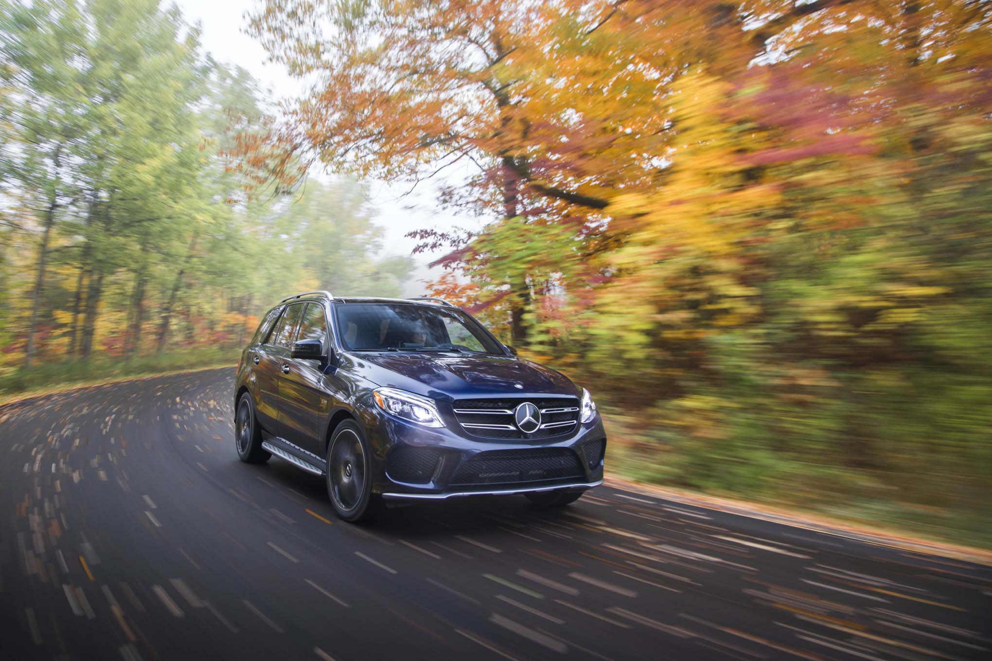 http://st.automobilemag.com/uploads/sites/11/2016/11/2017-Mercedes-AMG-GLE43-front-three-quarter-turn.jpg