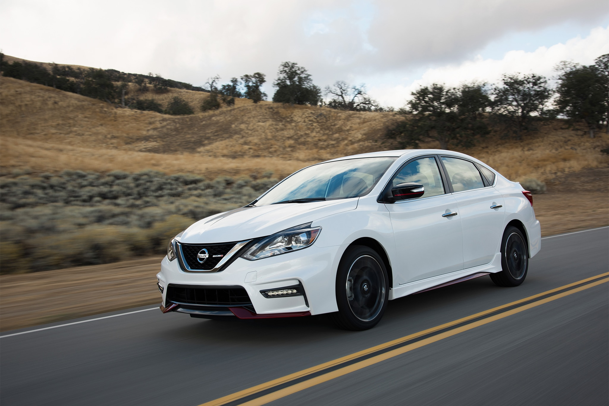2017 nissan sentra nismo first look automobile magazine. Black Bedroom Furniture Sets. Home Design Ideas