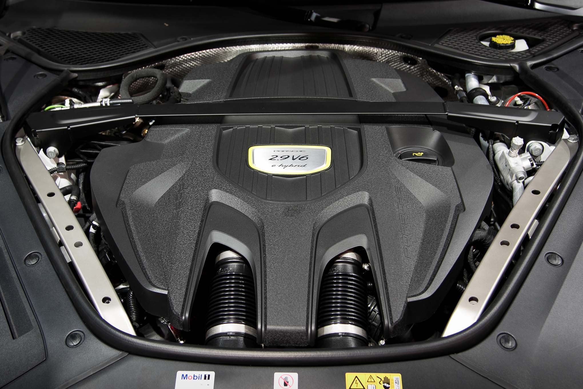 porsche confirms mid engine 911 rsr at l a debut. Black Bedroom Furniture Sets. Home Design Ideas
