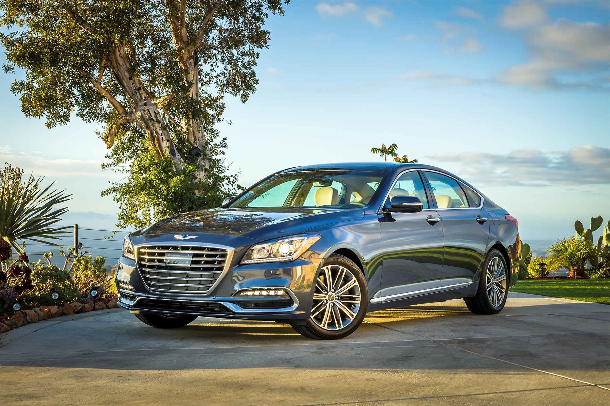 2018 Genesis G80 Sport Front Three Quarter 01