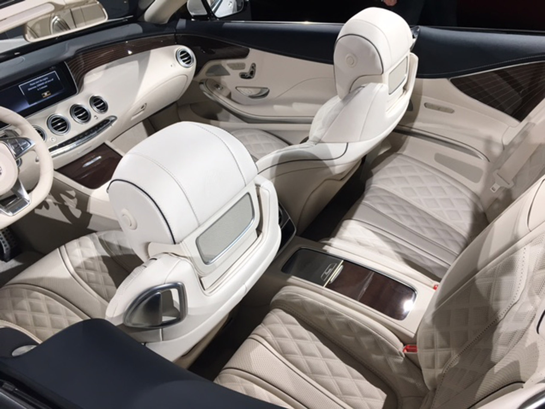 The mercedes maybach s 650 cabriolet luxury in design autos post for Mercedes benz maybach interior