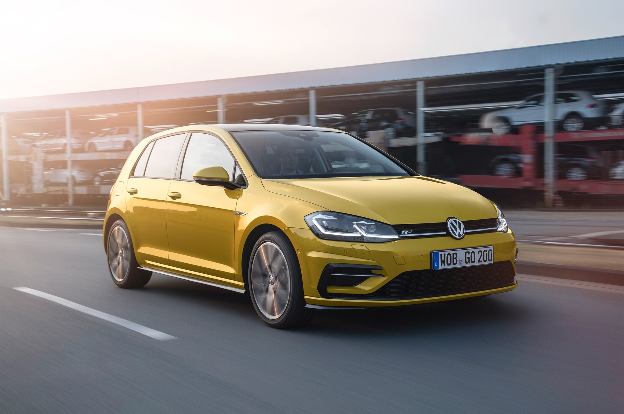 2018 Volkswagen Golf European Spec Front Three Quarter In Motion 02