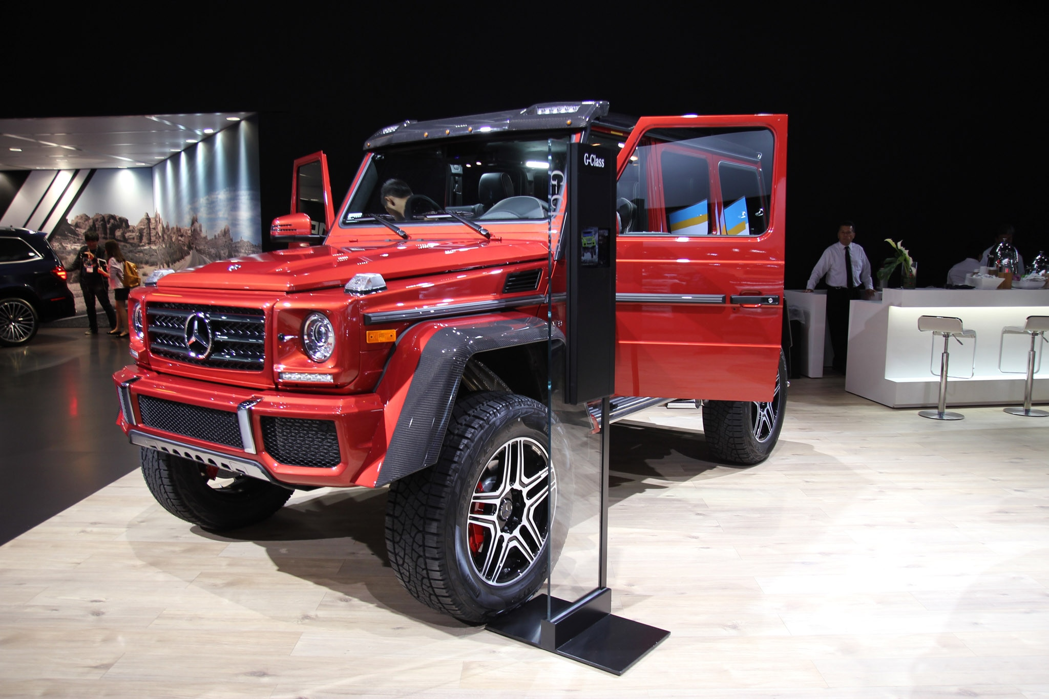 Mercedes benz keeps pushing the pedal in l a automobile for Mercedes benz g550 price