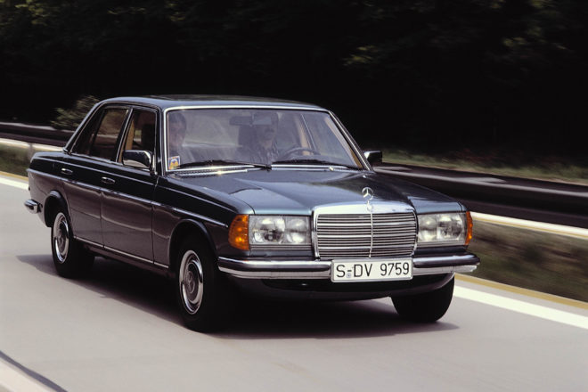Mercedes Benz W123 Front Three Quarter 02