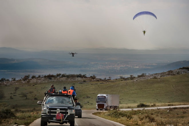 Epic stunt: Truck tows paraglider through tunnel