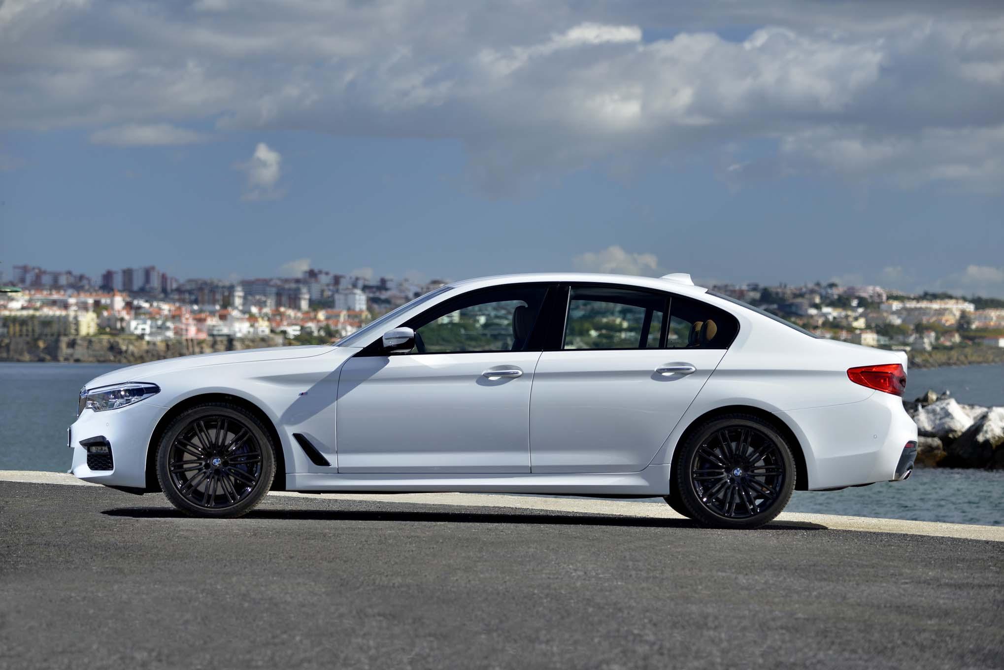 2017 BMW 540i Side 03