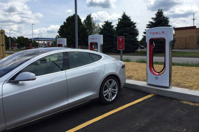 Tesla Announces new Idle Fee for Supercharger Use