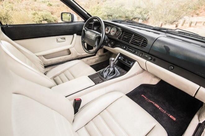 1989 Porsche 944 S2 cabin
