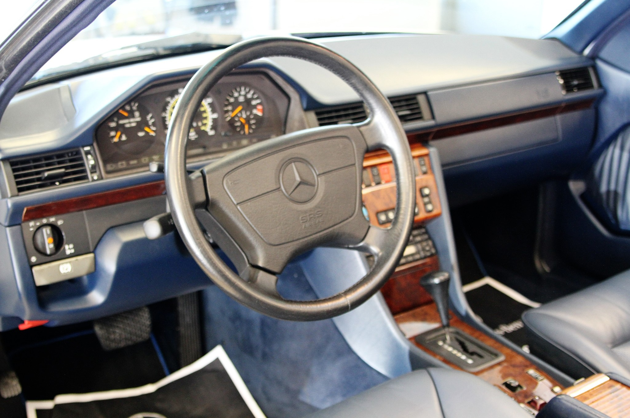 Just listed 51 000 mile 1995 mercedes benz e320 cabriolet for Mercedes benz e350 interior
