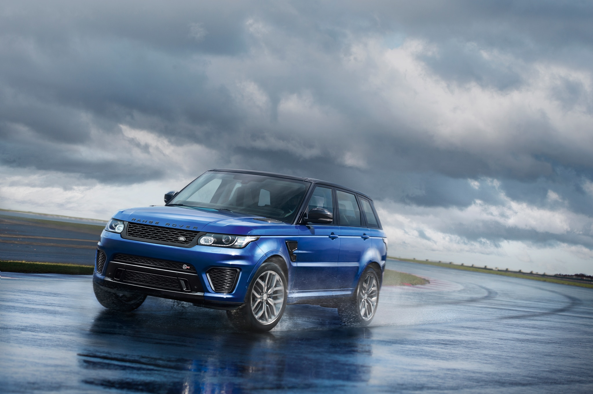 2015 Land Rover Range Rover Sport SVR Front Three Quarters