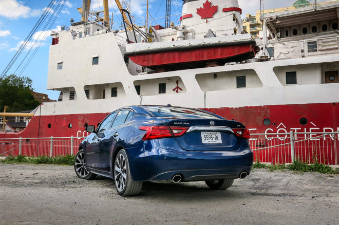 2016 Nissan Maxima SR Four Seasons rear three quarter 08