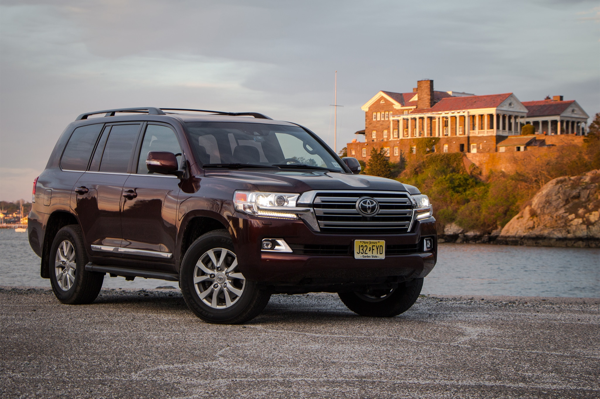 2016 toyota land cruiser one week with automobile magazine. Black Bedroom Furniture Sets. Home Design Ideas