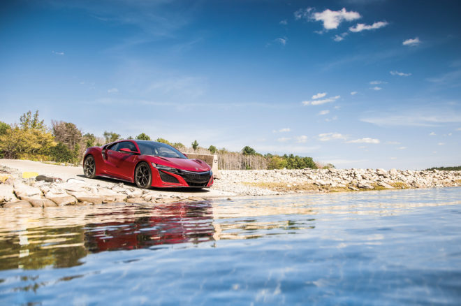 2017 Acura NSX front three quarter 01