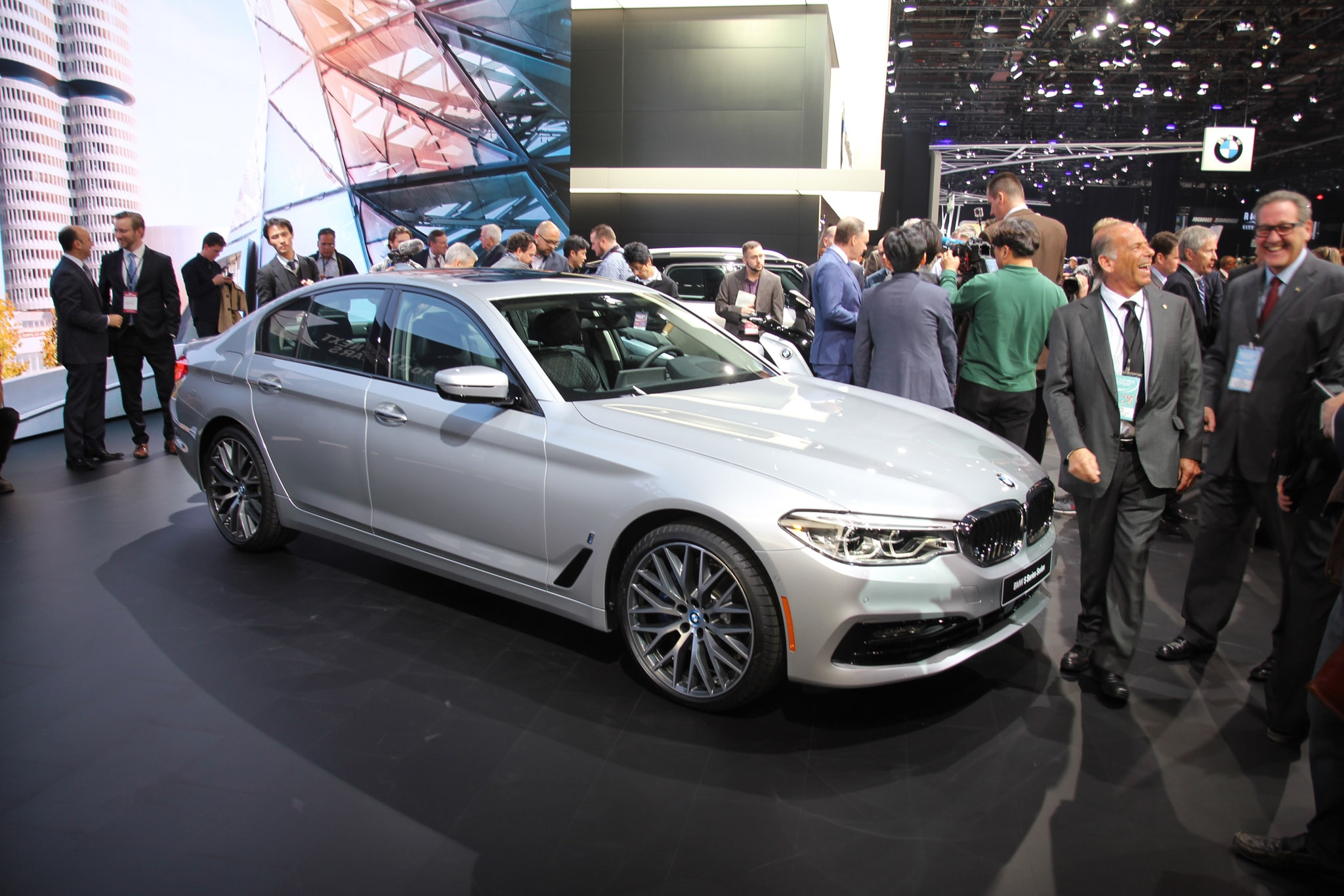 the man behind the 2017 bmw 5 series picks his five favorite elements auto breaking news. Black Bedroom Furniture Sets. Home Design Ideas