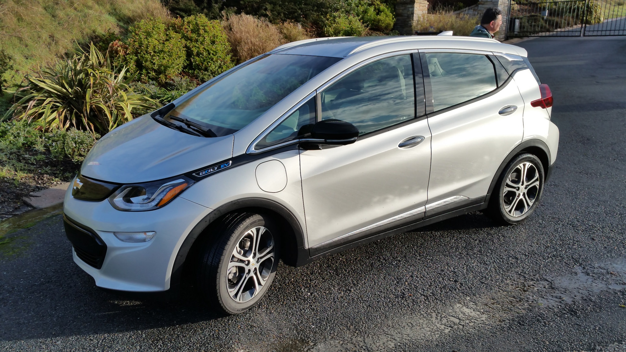 2017 chevrolet bolt ev first drive review automobile. Black Bedroom Furniture Sets. Home Design Ideas