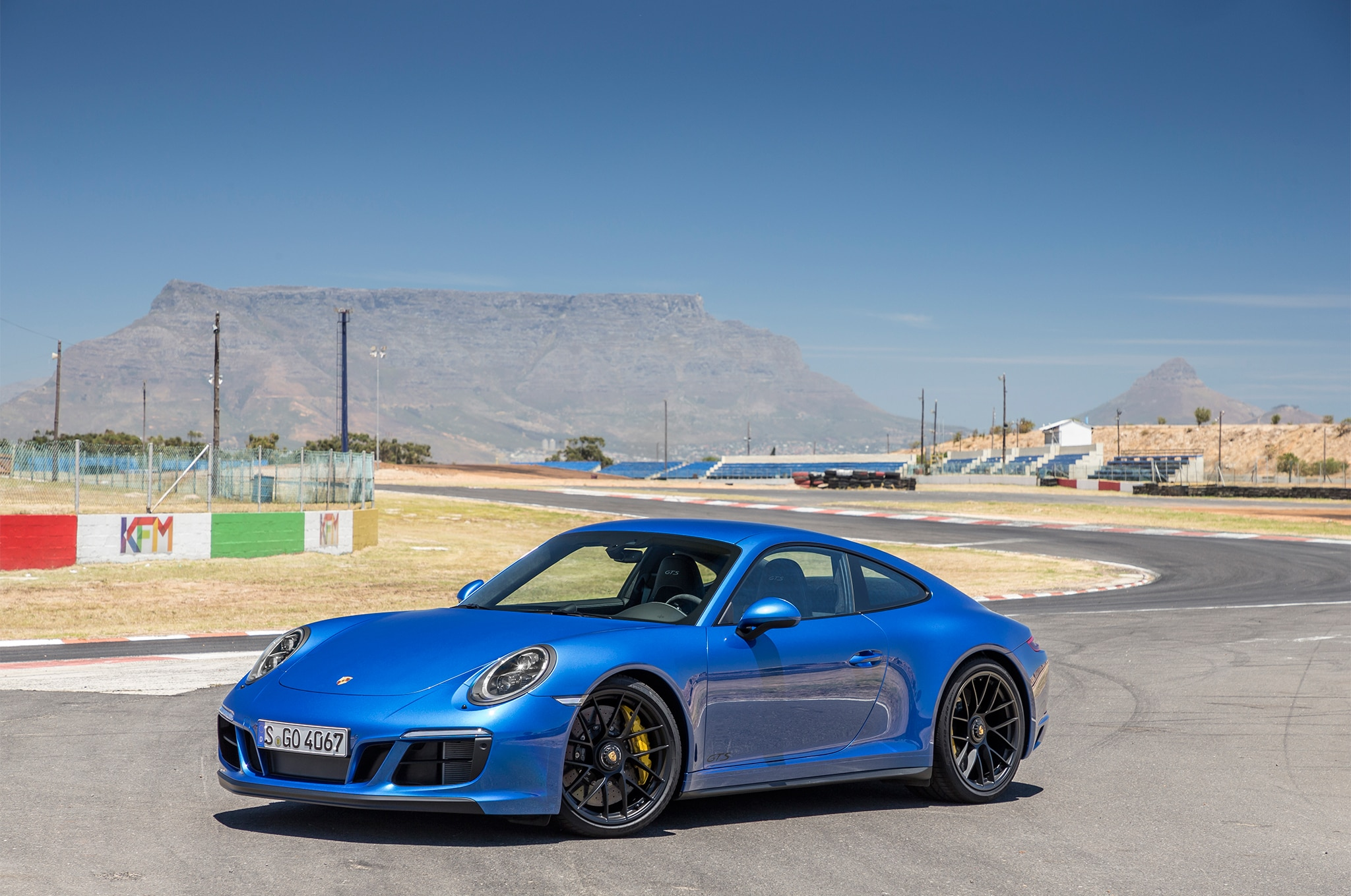 2017 porsche 911 carrera gts first drive review. Black Bedroom Furniture Sets. Home Design Ideas