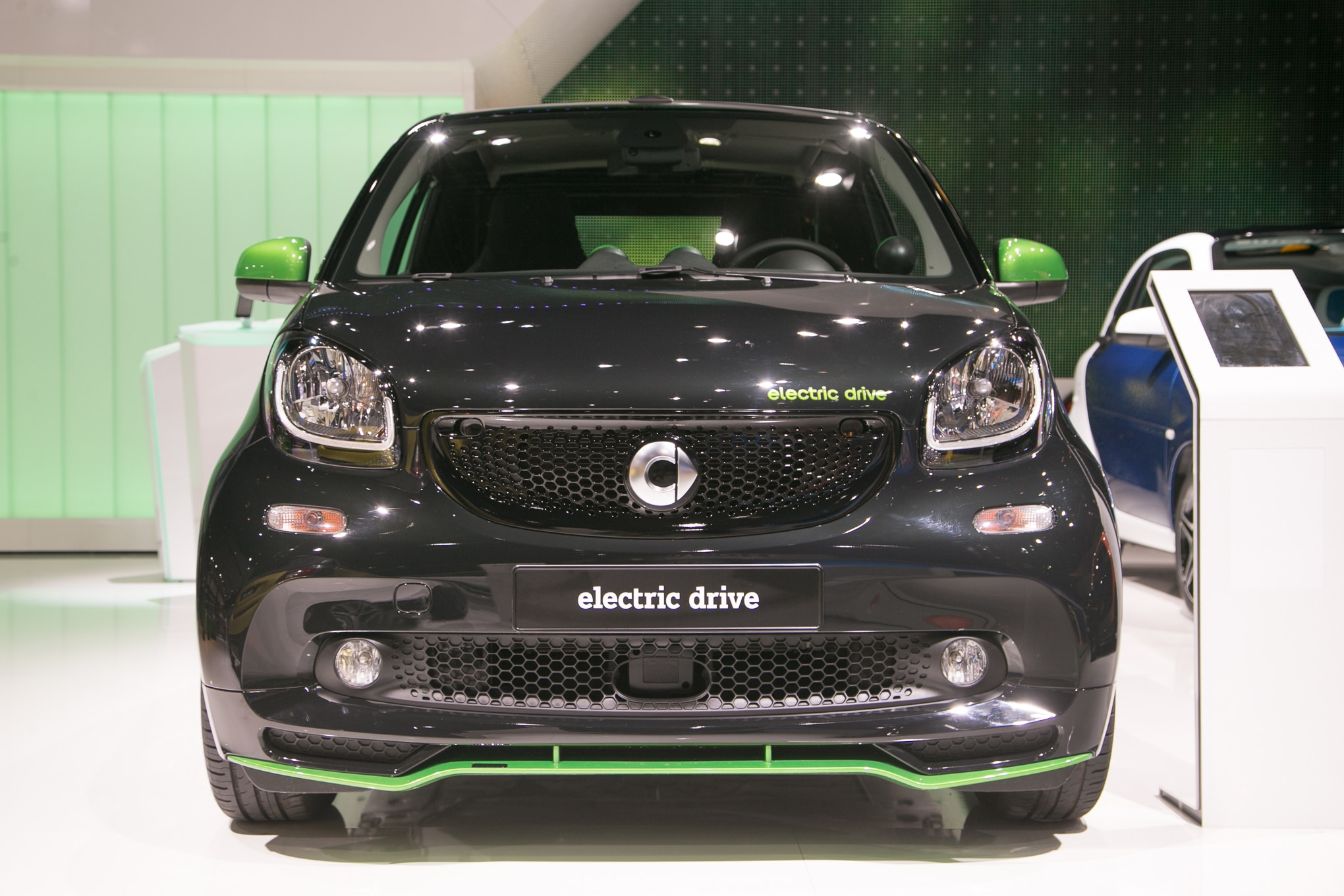 pricing announced for 2017 smart fortwo electric drive. Black Bedroom Furniture Sets. Home Design Ideas