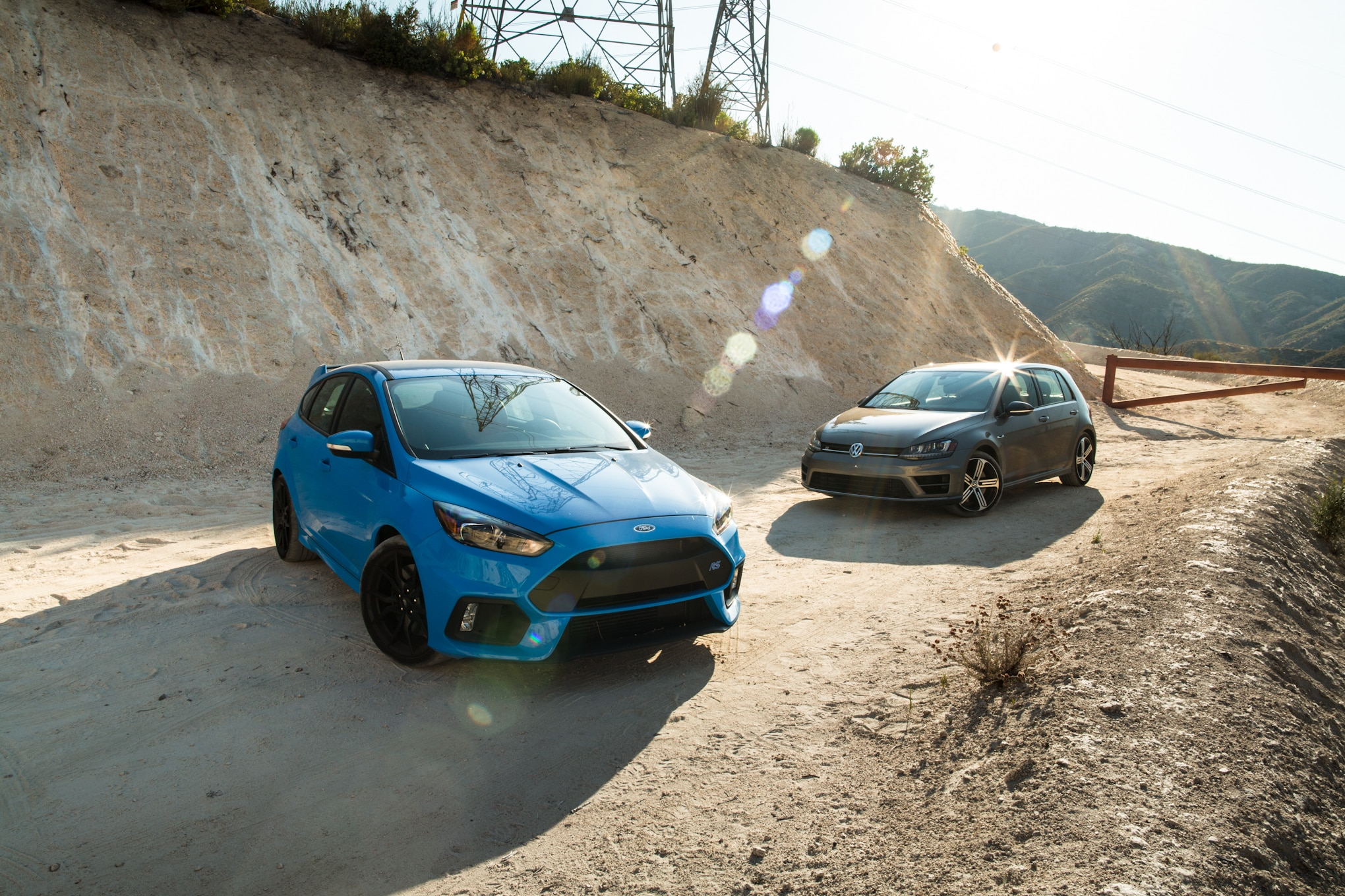 2017 Volkswagen Golf R 2017 Ford Focus RS 01